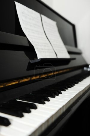 Photo pour Un piano - image libre de droit