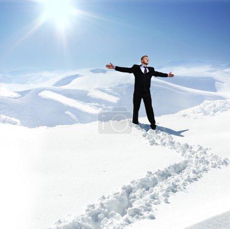 Foto de Humanos en invierno, nieve, montaña, paseo - Imagen libre de derechos