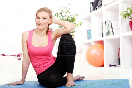 Young beautiful woman in fitnesswear