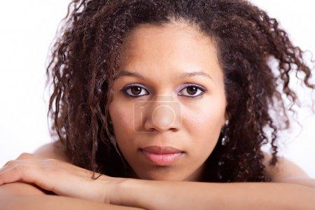 Photo pour Modèle de mode afro-américain avec coiffure afro - image libre de droit