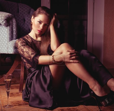 Fashion woman retro portrait with glass