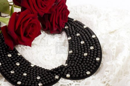 Pearl necklace with red roses