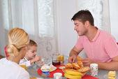 Rodina doma mít zdravé snídaně
