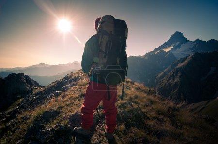 Photo pour Homme, randonnée en montagne - image libre de droit