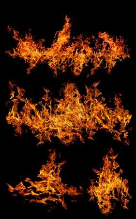 Foto de Conjunto de llamas anaranjadas aisladas sobre fondo negro - Imagen libre de derechos