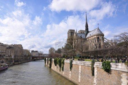 Notre Dame de Paris across the Seine River