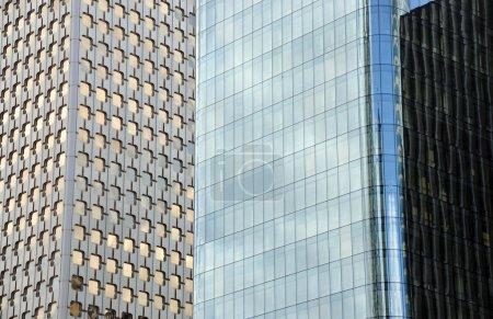 Photo pour Immeubles de bureaux - image libre de droit