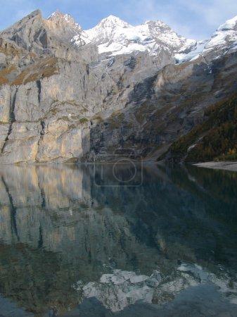 Photo pour Paysage alpin majestueux. Oschinensee, Suisse - image libre de droit