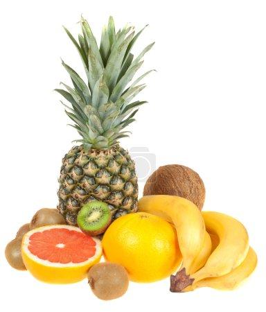 Foto de Frutas tropicales sobre un fondo blanco, aislado - Imagen libre de derechos