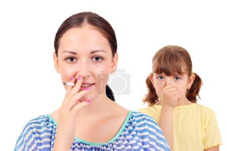 Photo pour Fumer peut causer de l'asthme et maladies chez les enfants - image libre de droit