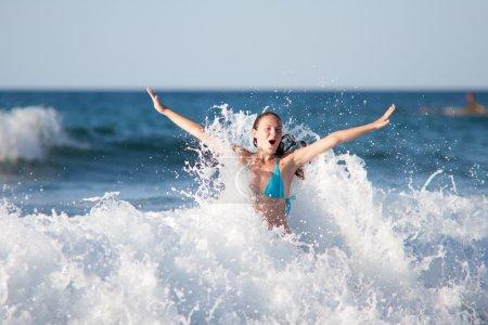 Photo pour Beauté et femme sexy à la mer - image libre de droit