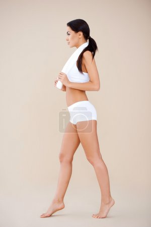 Side shoot of young sporty brunette