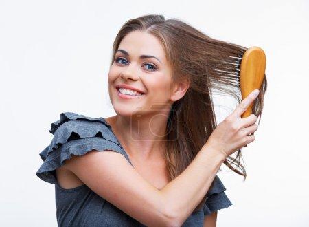 peignez les cheveux femme