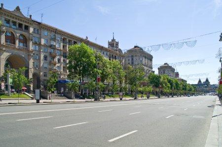 Photo pour Ukraine, kiev - peut 10,2012 : khreschatyk - la rue principale de kiev. longueur - 1,3 km, direction - du Nord au sud - image libre de droit