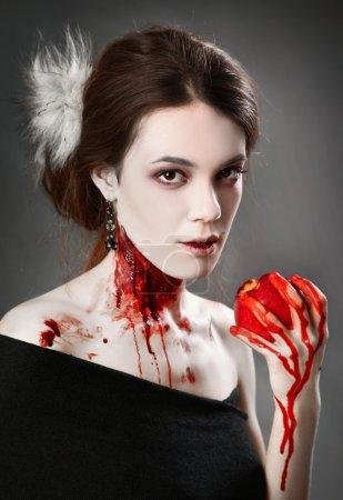 Foto de Retrato de un mujer vampiro sobre fondo negro - Imagen libre de derechos