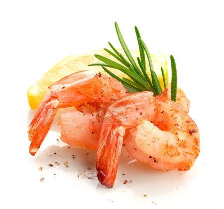 Photo pour Queues rôties de crevettes au romarin frais et au citron - image libre de droit