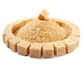 Kostka cukru na hromadu krystalového cukru