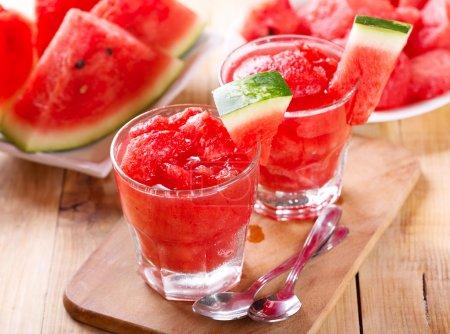 Photo pour Verres de granité de melon d'eau douce - image libre de droit
