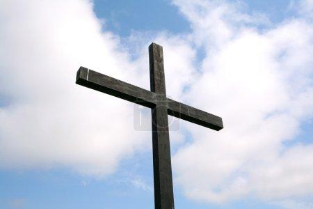Photo pour Croix noire pas un fond de ciel - image libre de droit