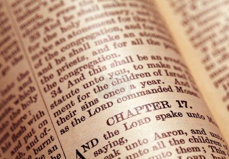 Photo pour Gros plan de la Sainte Bible - image libre de droit