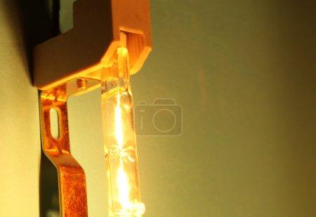 Photo pour Gros plan d'une ampoule halogène - image libre de droit