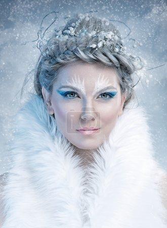 Photo pour Reine des neiges - le visage de belle fille, avec le maquillage d'hiver - image libre de droit