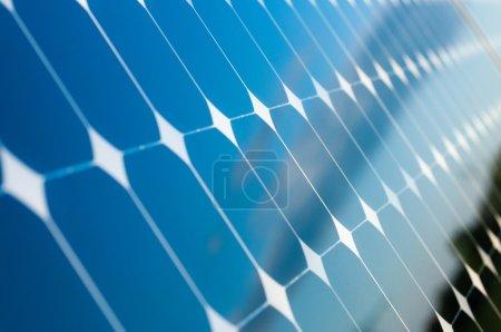 Foto de Blue Sky se refleja en los paneles solares - Imagen libre de derechos