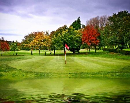 Photo pour Terrain de golf - image libre de droit