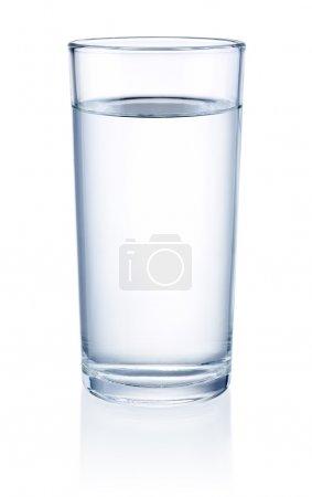 Photo pour Verre d'eau isolé sur fond blanc - image libre de droit