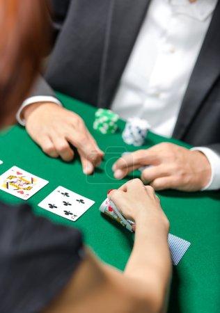 Photo pour Concurrence entre joueurs de poker. Défi au casino - image libre de droit