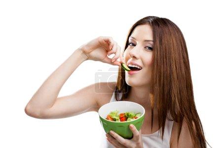 Foto de Dieta mujer come ensalada saludable en la ensaladera, aislado en blanco - Imagen libre de derechos
