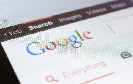 Photo pour Gros plan de capture d'écran de google page. concept de moteur de recherche et de navigation sur internet - image libre de droit