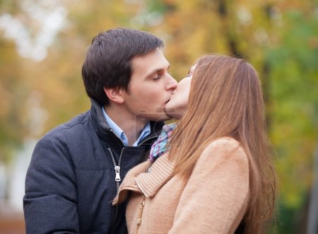 couple kissing outdoor in the park