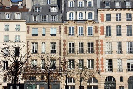 Facade of a traditional apartmemt building in Paris