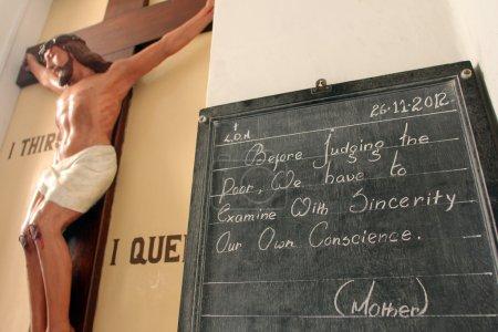 Photo pour Mère teresas citation, mère maison kolkata, Inde - image libre de droit