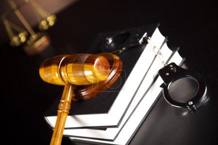Photo pour Menottes, Menottes légales - image libre de droit