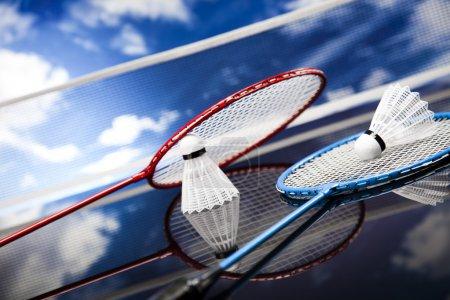 Photo pour Navette sur raquette de badminton - image libre de droit