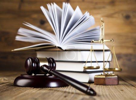 Photo pour Concept de droit et de justice, code juridique et échelles - image libre de droit