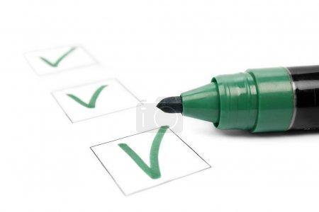 Photo pour Liste de vérification et marqueur - image libre de droit