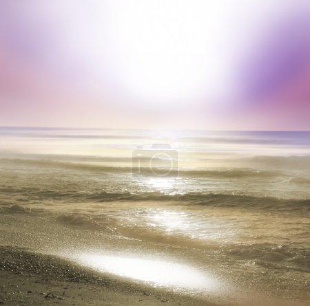 Photo pour Beau lever de soleil sur la mer - image libre de droit