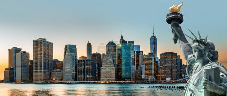 Photo pour Symboles de New York. Manhattan Skyline et la Statue de la Liberté, New York - image libre de droit
