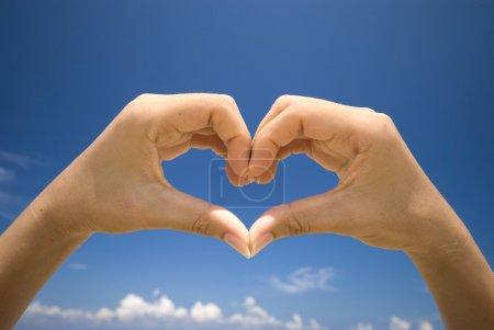 Photo pour Main symbolisant l'amour - image libre de droit
