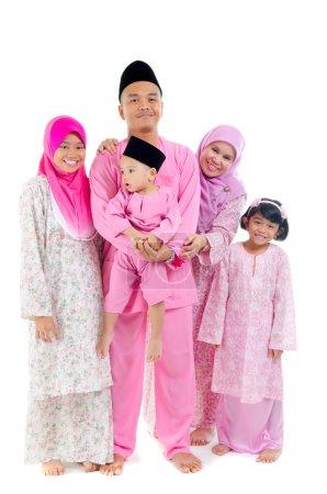 Photo pour Famille malaise pendant hari raya - image libre de droit