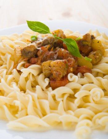 Photo pour Fusilli avec sauce aux champignons - image libre de droit