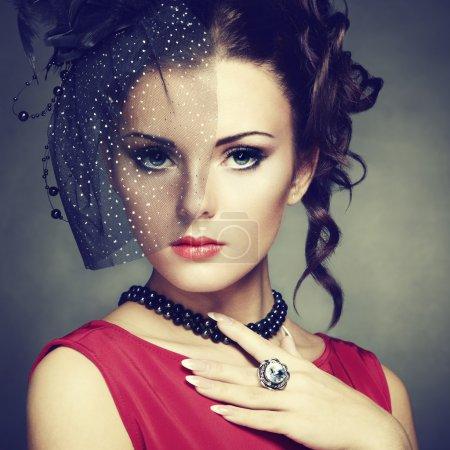 Photo pour Portrait rétro d'une belle femme. Style vintage. Photo de mode - image libre de droit