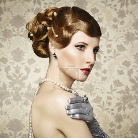 Photo pour Portrait rétro de belle femme. Style vintage. Photo de mode - image libre de droit