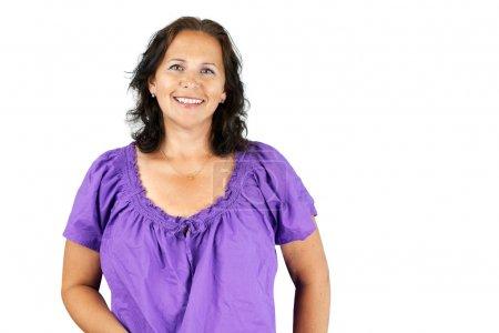 Photo pour Heureux occasionnel caucasien brunette moyen âge femme isolé - image libre de droit