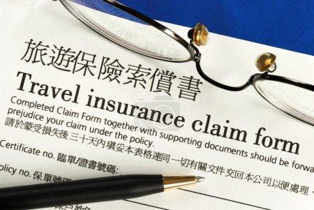 Photo pour Formulaire de déclaration de sinistre en anglais et en chinois de voyage - image libre de droit