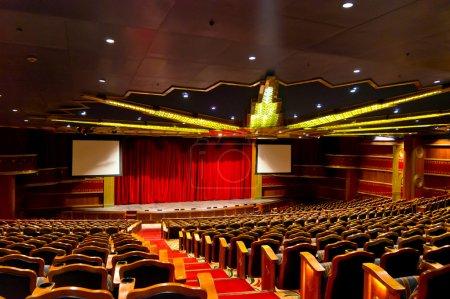 Photo pour Belle vue du hall élégant théâtre traditionnel - image libre de droit