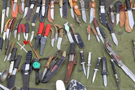 Photo pour Grande variété de couteaux et lames de couteau - image libre de droit